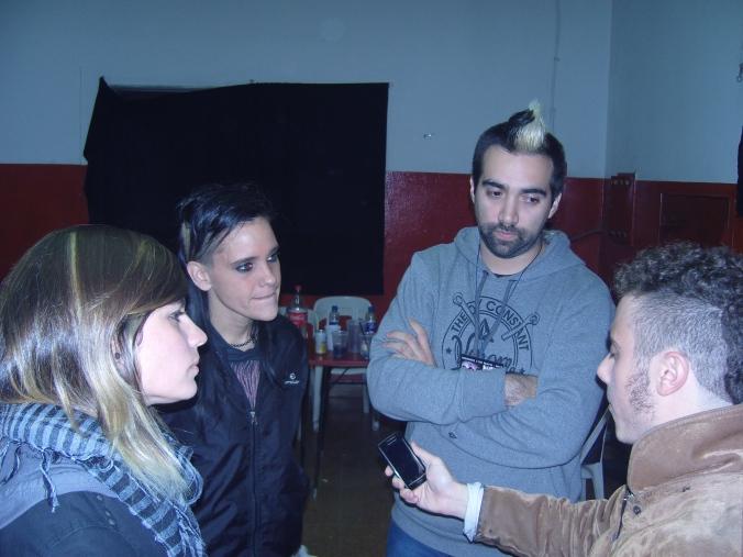El autor destaca una gran humildad por parte de los integrantes de la banda.